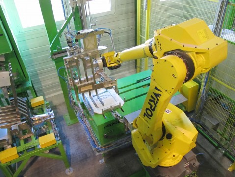 Industrial robot on the potato starch bagging line - 25 kg bags.
